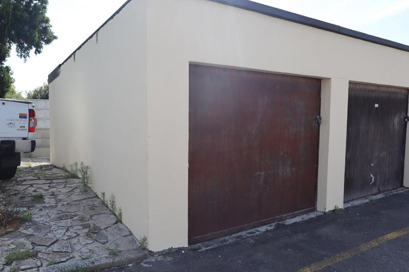 Duplex For Sale in Groenvallei, Bellville