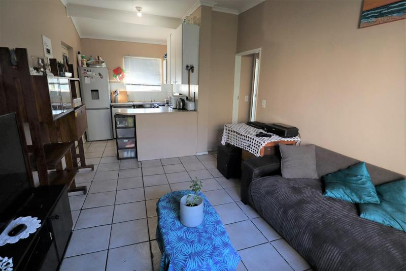 Property For Sale in Oakglen, Bellville 10