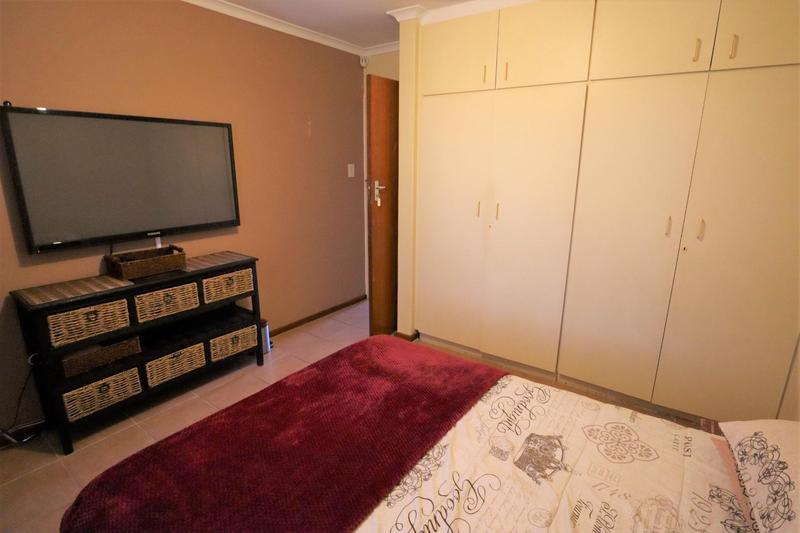 Property For Sale in Oakglen, Bellville 19