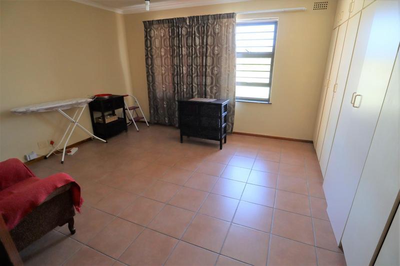 Property For Sale in Oakglen, Bellville 13