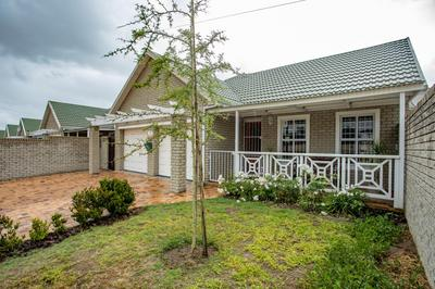 Property For Sale in Jakarandas, Kuilsriver