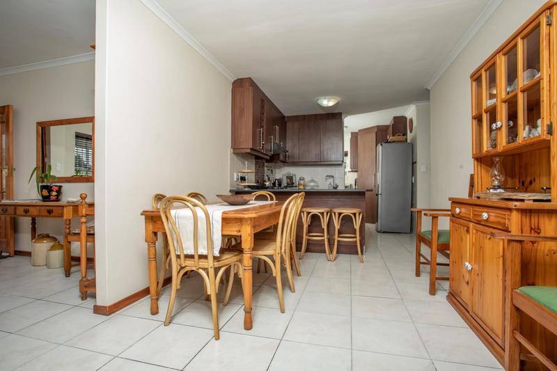 Property For Sale in Jakarandas, Kuilsriver 11