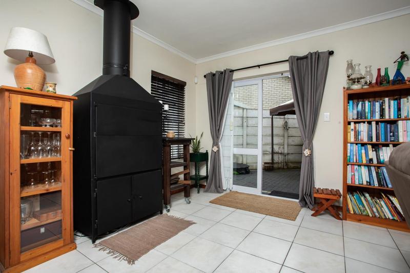 Property For Sale in Jakarandas, Kuilsriver 6
