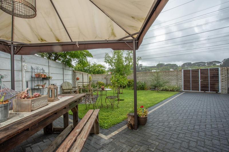 Property For Sale in Jakarandas, Kuilsriver 17